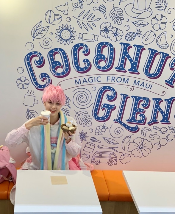 Nyun is happy with iCoconut Glen's Ice Cream in Harajuku.