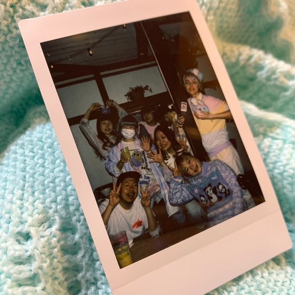 Fancy-kei fashionista love to take photos by instant camera.